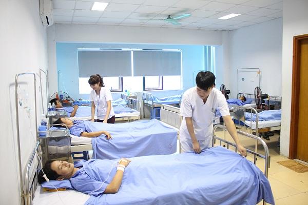 Tận tình chăm sóc bệnh nhân