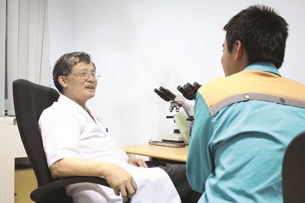 Bác sĩ khám bệnh