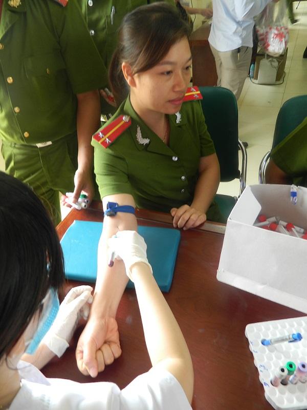 khám sức khỏe định kỳ cho cán bộ nhân viên