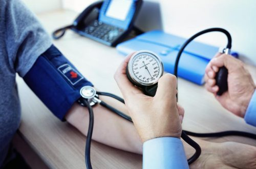A Doctor Measuring A Patients Blood Pressure 15998981164661929566121
